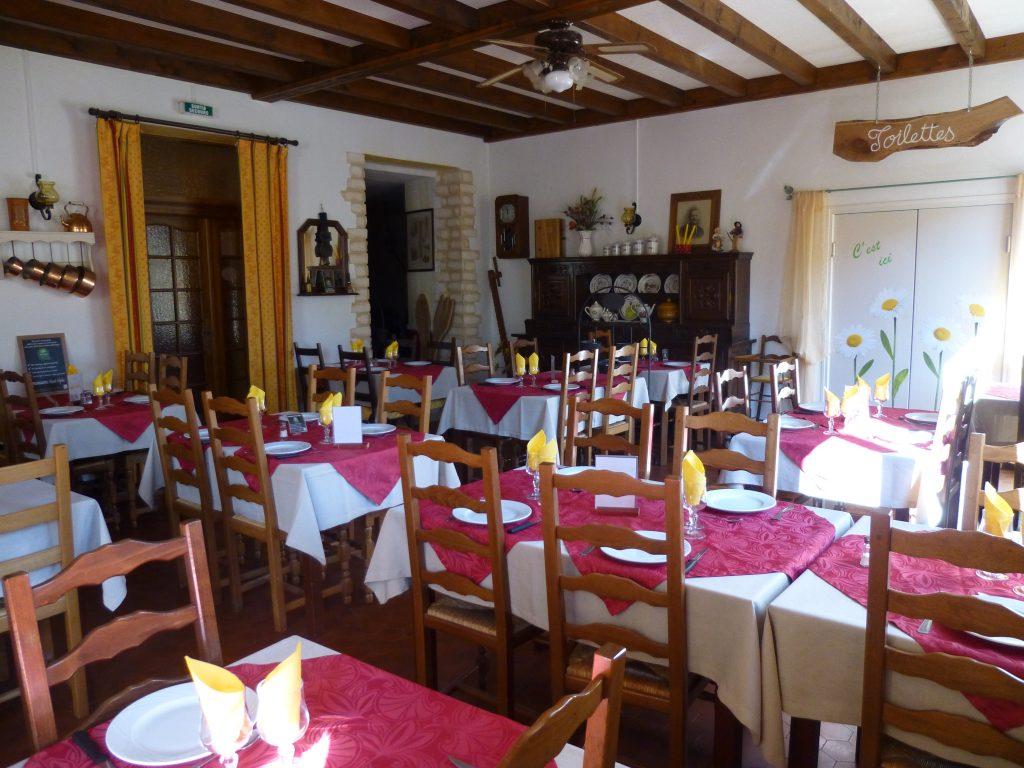 Auberge du Chateau 05. Salle a manger